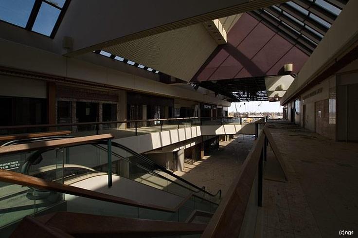 Heritage mall before demolition. Image Courtesy of Vintage Edmonton https://www.facebook.com/TheVintageEdmonton
