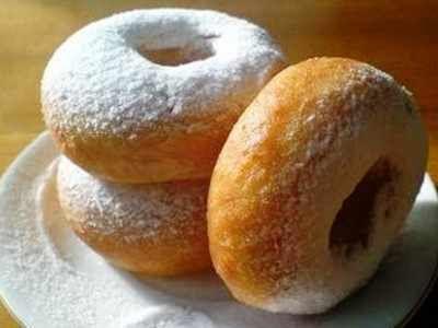 Donat Kentang - Berikut ini ada cara membuat adonan kue dari resep donat kentang goreng atau panggang asli kampung dunkin toping madu yang enak, lembut, empuk dan sederhana.