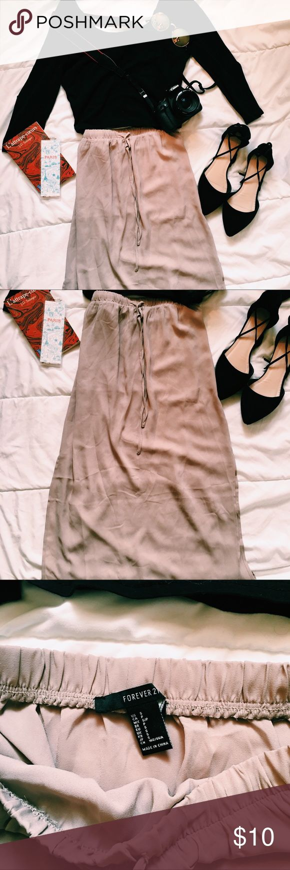✨ Beige Maxi Skirt ✨ NWOT! Amazing condition, slit on the sides to show a little leg 😉 Forever 21 Skirts Maxi