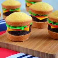 Hamburger CupCakes ~ Laura's bakery