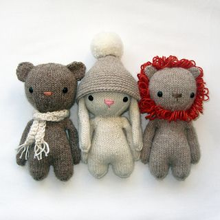 This is a pattern to knit 3 stuffed animals, a bear, lion and a bunny. The body is knitted in-the-round and in one piece with 4 double pointed needles and the same for all animals. The ears are different for all animals and will make it a bear, bunny or lion. I used Drops Alpaca mix for this project and knitted with double yarn. Using this yarn and needle size 2,5 mm (US 2) will make your doll 15 cm/ 6 inch tall.