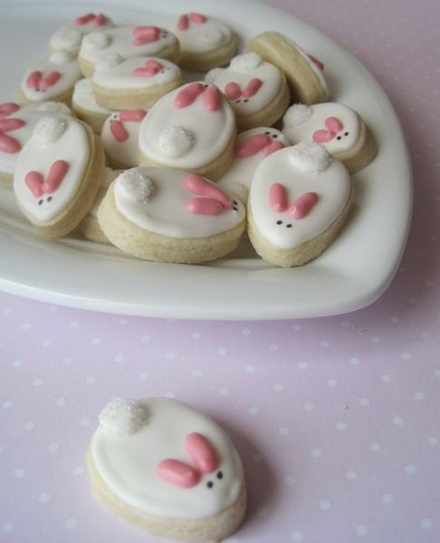 These cookies are almost too cute to eat....but they are simple and quick to make, so you can make a few dozen!