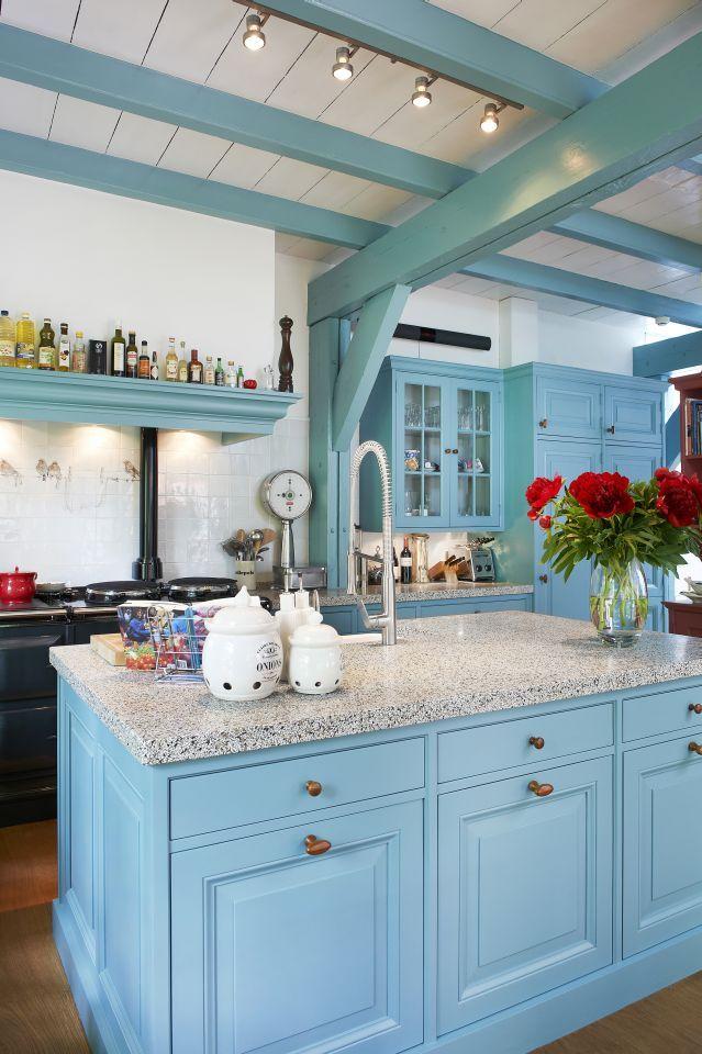 handgemaakte keukens op maat - De Zeug, www.dezeug.nl de balken in dezelfde kleur. misschien zijn er wel BALKEN onder plafond van woonkamer!!