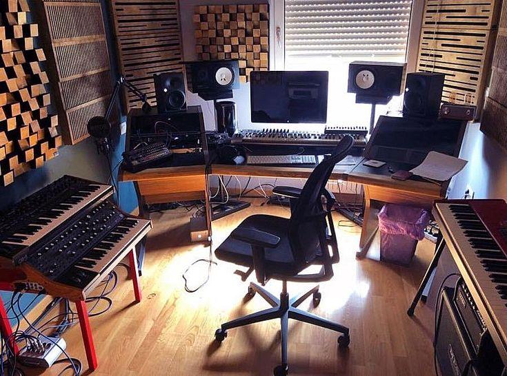 Analogtune'nin Home Stüdyosu #lavaakustik ürünleri ile donatıldı 🎹🎼😎 Güzel analog ürünler var 😉 #analogtune #lava #akustik #acoustic #studio #stüdyo #design #tasarım #highend #ses #sound #soundsystem #müzik #music #şarkı #beste #aranje #aranjör #aranjman #prova #kayıt #record #recording #recordingstudio #musicroom #room #luxury #studiodesk #workstation