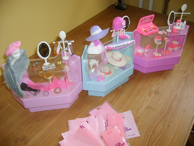 Barbie Dream Store - must ask my parents to look for this!  Hope I still have it =)