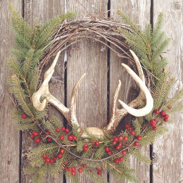 Best 25 antler wreath ideas on pinterest diy door for Antler christmas wreath
