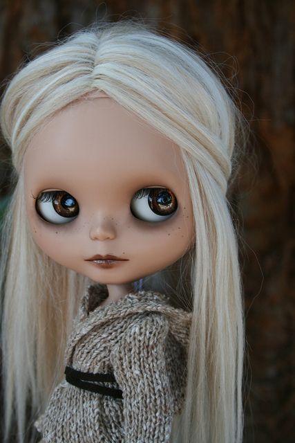 OMG @Joanna Szewczyk Gierak Szewczyk Gierak DeVoe she looks like you!. Such a cute doll!.