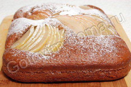 Коврижка с яблоками сахар - 1 стакан, вода - 1 стакан, мед - 2 столовых ложки, растительное масло - 0,5 стакана, мука - 1,5-2 стакана (~250-270 г), сода - 1 чайная ложка, сок лимона - 1 чайная ложка, разрыхлитель - 0,5 чайной ложки, грецкие орехи - 0,5 стакана, 1-2 средних яблока Приготовление