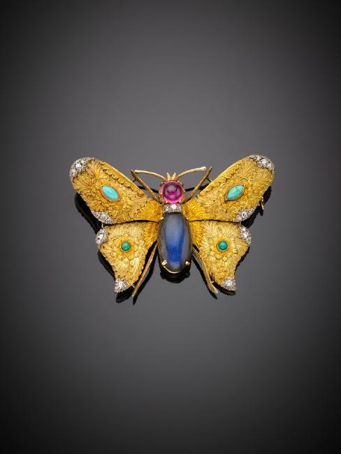 CAZZANIGA Spilla in oro giallo e bianco cesellato a guise di faralla, rifinita con diamanti, turchesi, tormalina rosa e labridorite