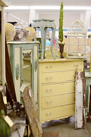 Coeur d'Alene, Idaho Kootenai County Fairgrounds Booth Display, Vintage, Vendors. Junk Salvation
