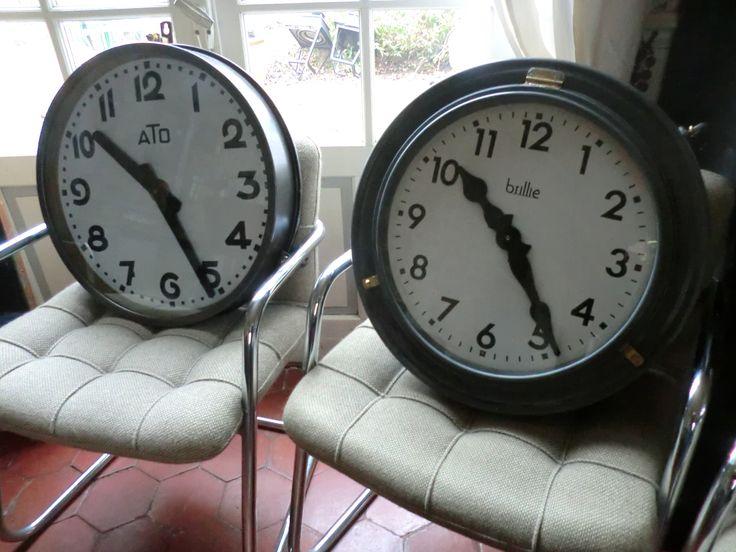 26 best horloge anciennes clocks images on pinterest. Black Bedroom Furniture Sets. Home Design Ideas