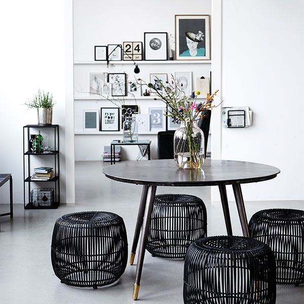 Black And White Dining Room, Black Table And Metal Wire Stools