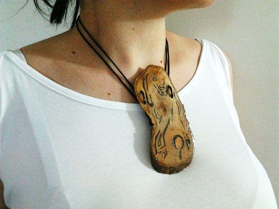 Cè anche la luna  Collana con pendente in legno di GiocodiGesti, €51.00