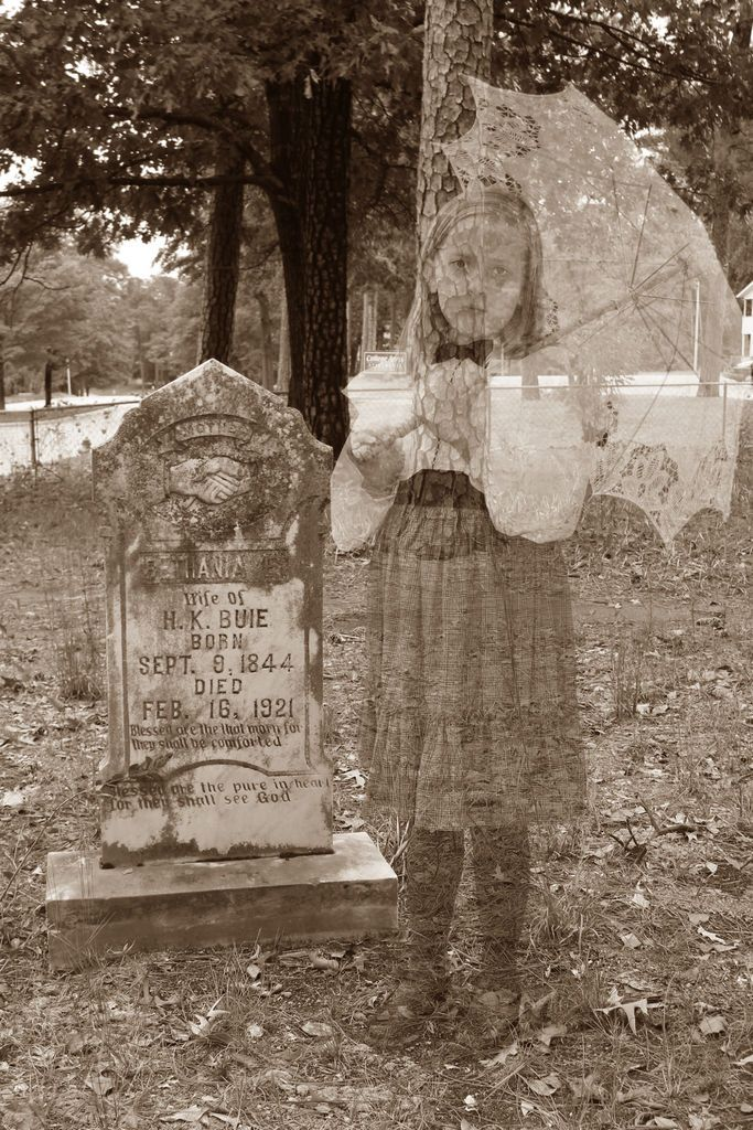 How to Make Family Ghost Photos Tutorial ~ This photo editing technique is great for genealogists and fun for Halloween too!