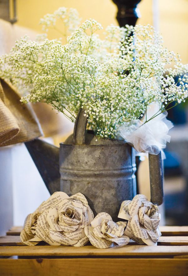 love the tin & baby's breath..little change from the mason jar