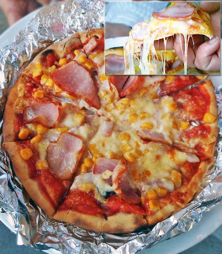 メキシコ直輸入!ピザ窯・BBQグリルでホームパーティー!⑭  できあがりは、外はカリッ!中はフワッ!チーズがトロ~ッ! 冷凍ピザでも、さらにチーズなどをトッピングして焼けば、本格石窯ピザのような味に変身♪ ピザ以外にも、アルミ箔や耐熱皿、スキレットなどを使って、 グラタン、ラザニア、ドリア、ハンバーグ、リゾット、アヒージョ、焼き野菜、魚介の香草焼き、ヤマメの塩釜焼き、ガーリックシュリンプ、ローストビーフ、ローストチキン、ジャークチキン、ハンバーグ、キッシュ、パエリア、ポトフ、プリン、パイ、りんごの焼き菓子 …などにも挑戦したいですね! 秋には焼き芋もいいですね^^