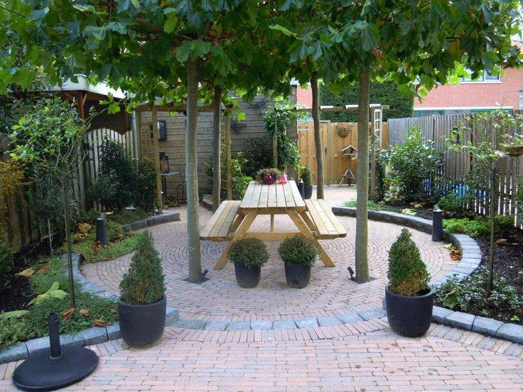 Inspiratie voor tuinbestrating, vooral ronde uitsnedes en borders