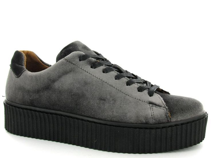 Fluwelen sneakers van het merk DWRS, model 1236. Nu €54,50 #trend #fvelvet #fluweel #sneakers #shoes #schoenen #dwars #dwrs