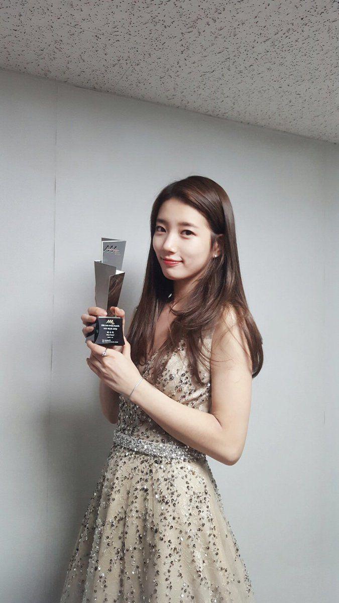 Miss A suzy <3 win Best Star Award in AAA 2016