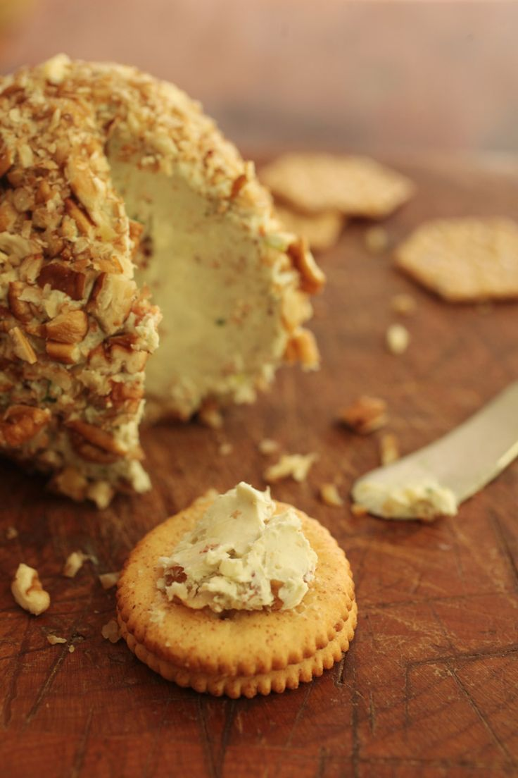 Bacon Blue Cheese Ball. Bacon and cheese, what more do you need? From the Raleigh, NC News & Observer. #GottoBeNC
