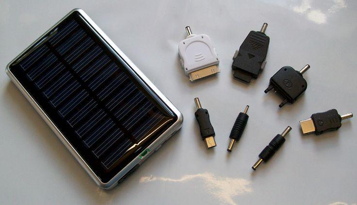 Oplader op zonne-energie 1800 mAh Oplader op zonne-energie met 7 connectors! O.a. voor de Apple iPod, Mini USB, Samsung, Sony Ericsson en Nokia.  http://www.bonuskoopjes.nl/mobiel/solar-charger.html
