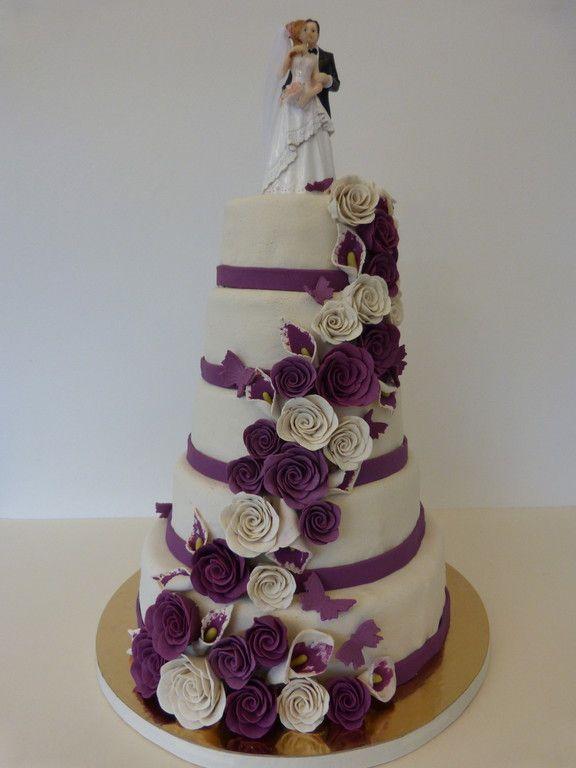 Hochzeitstorte lila-weiß Rosen. wedding cake, purple, Marzipanblumen, Hochzeitstorte, Konz, Cake Cube, Niedermennig, Trier, Marzipanrosen, Brautpaar, weiß, lila, wedding, wedding cake, Roses, Callas,