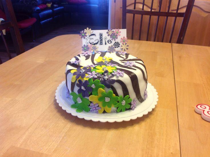 Gâteau zèbre et fleurs fondant