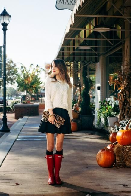 Taylor from Little Blonde Book nailed this look with her cozy sweater, tall socks, and leopard-print clutch. #Spring #Fashion