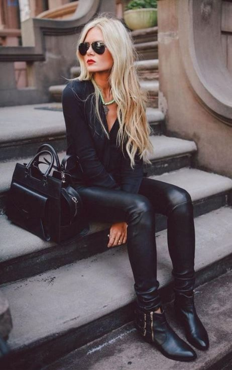 This leather leggings outfit is so cute for the fall or winter!