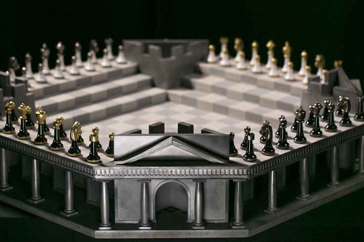 Love Chess, Love Four Kings One War. This beautiful and eligant 3D chess board is the first in the Four kings One War series. Play one on one or 4 player chess and experience the next level strategy of this amazing new Chess game. #4K1W #Chess #3dchess #boardgames #4kings1War