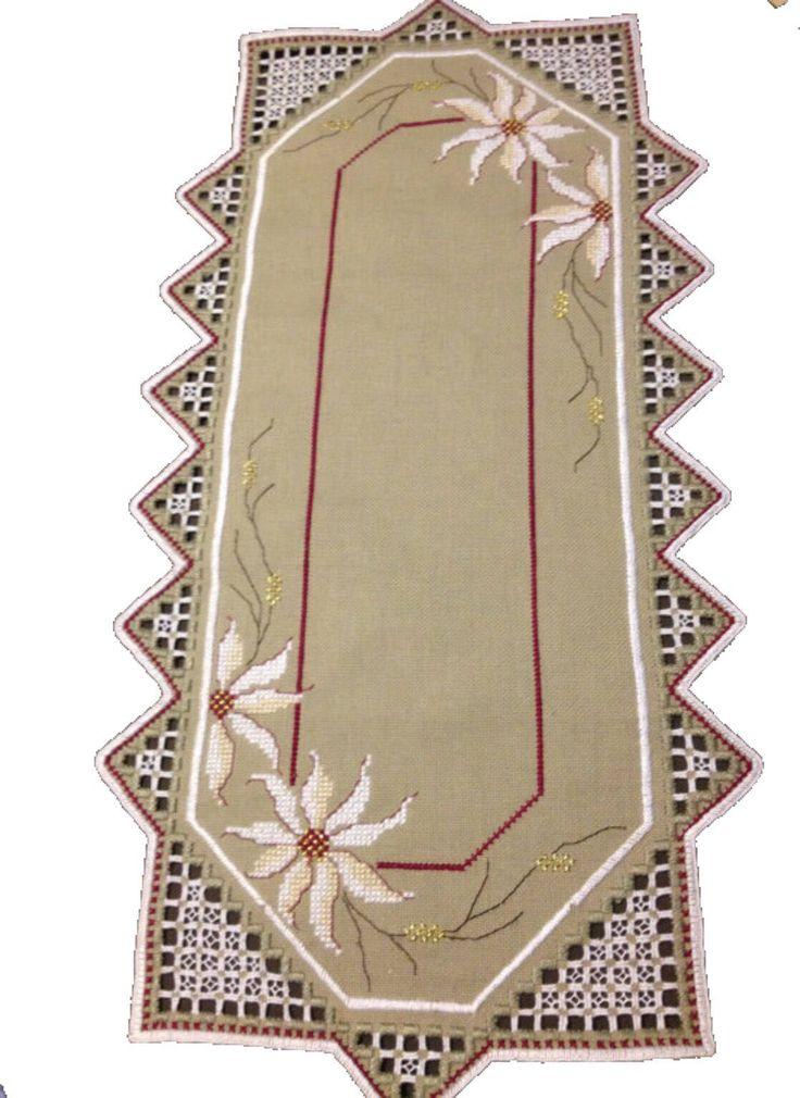 Mantel de lino bordado a mano. Hardanger diseño sueco.