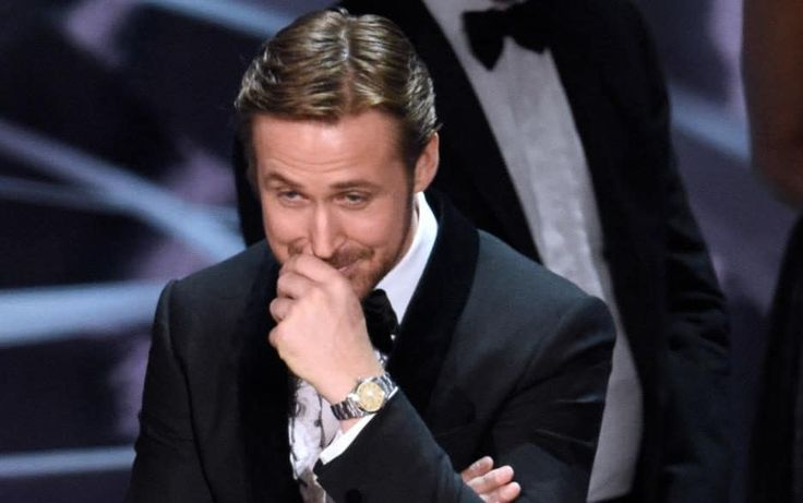 Ryan Gosling is the start of the Oscars envelope fiasco on Social Media.