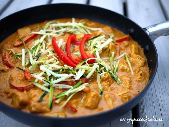 Är en matglad indisk småländska som bloggar om allt från svenska småkakor till kryddstark masala. Det ska smaka gott, men också vara roligt när man stökar i köket tycker jag. Här på bloggen varvas spännande och annorlunda maträtter med olika bakverk och tårtor. Kika gärna in och låt dig inspireras!