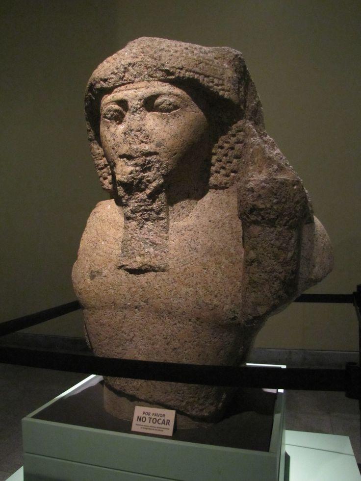 Estatua del rey Ramsés II (Imperio Nuevo).