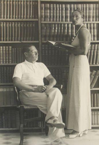Marta Feuchtwanger | Lion und Marta Feuchtwanger in ihrer Bibliothek in Sanary-sur-Mer ...