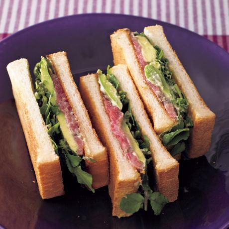レタスクラブの簡単料理レシピ わさびマヨソースが決め手「ビフアボサンド」のレシピです。