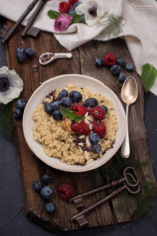 Hirse Porridge mit Beeren