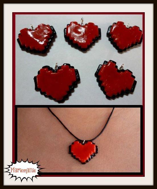 Collar corazón 8 bits.