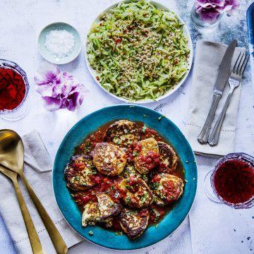 Ricottabiffar i tomatsås med zucchinisallad | tasteline