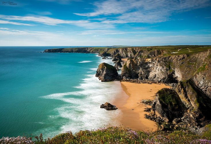 https://flic.kr/p/Vg4mxZ   Bedruthan Steps   Bedruthan became a popular destination when Newquay developed as a holiday resort more than 100 years ago. Victorians visiting in their carriages found it a convenient attraction, and the local farmer responded to this interest by providing stalls for the horses on payment of a toll. The dramatic views rarely fail to provide a breathtaking experience. The geology of the cliffs and stacks themselves is intriguing and it's easy to visit without…