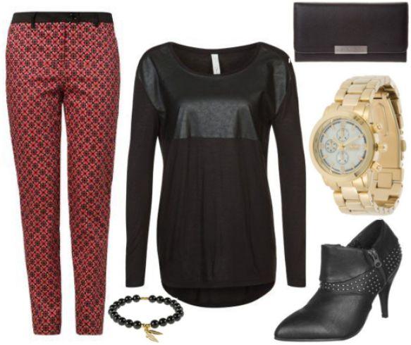 Sort #bluse, rød mønstrede #bukser og høje hæle, #mode #kvinder #tojset #chic