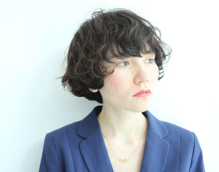 髪型/ヘアスタイル/Hairstyle/マッシュショートにゆるいパーマをかけて、外国人風に。長めの前髪がお洒落ですね。