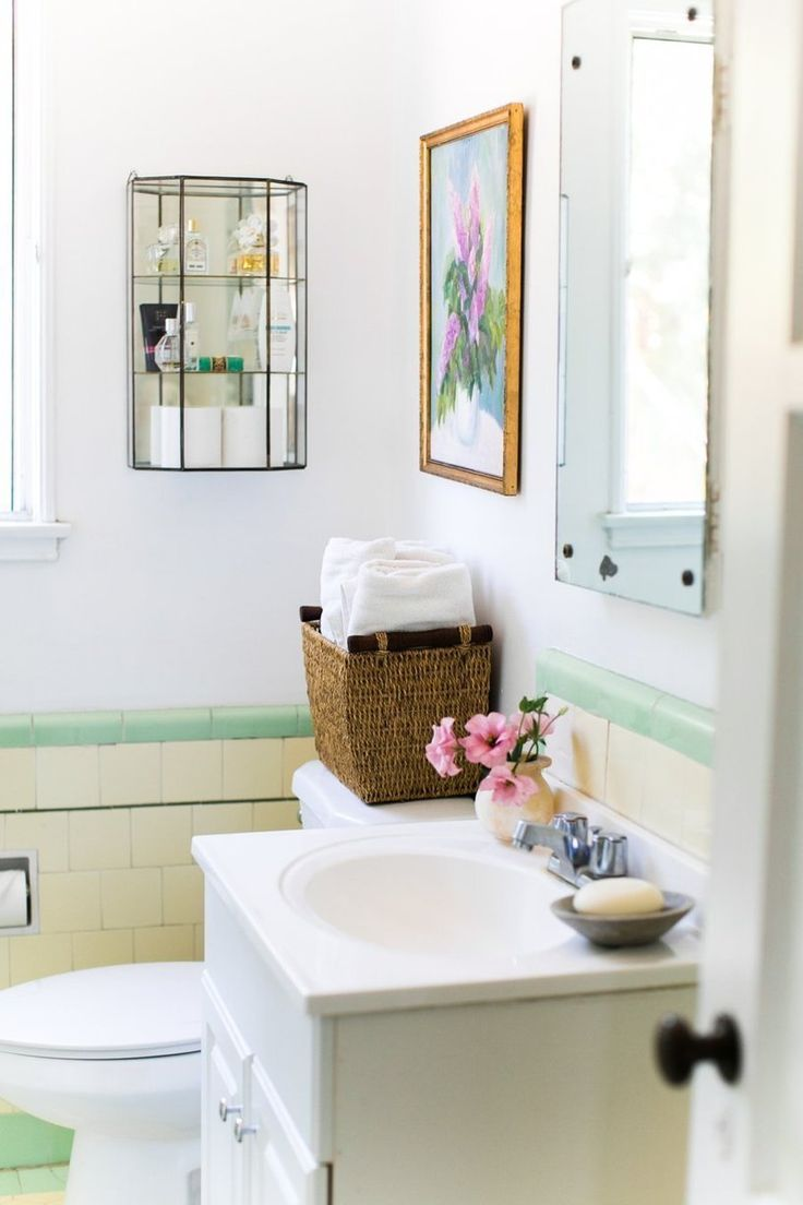 Ideas 10 bathrooms with beadboard wainscoting apartment therapy - Small Bathroom House Home Apartment Decor