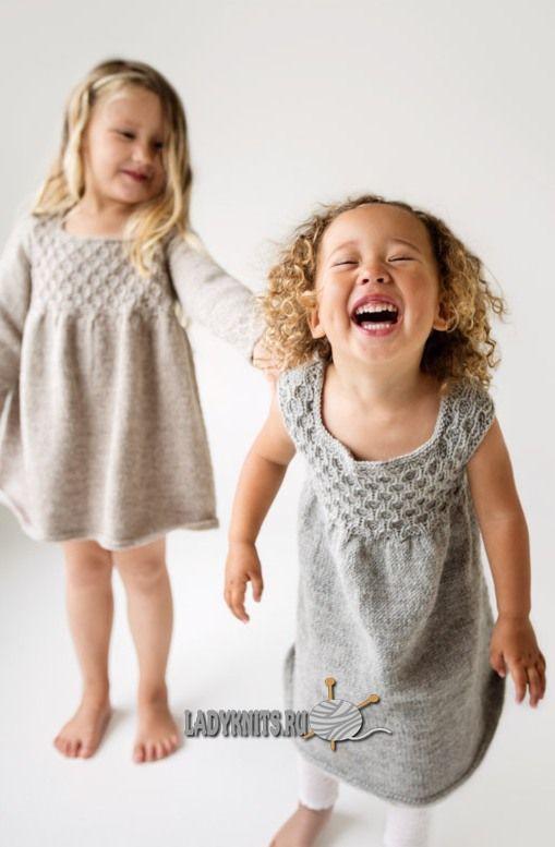 Вязаное спицами красивое теплое платье для девочки от 1 года до 3 лет, описание:
