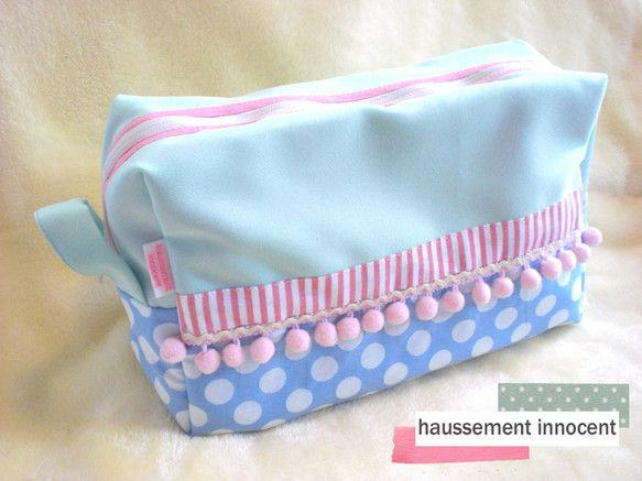 イナリサオリが手掛ける「オスマンイノサン」のおむつケースです。バッグinバッグとしても人気があります。持ち手付なので、そのまま持ってちょっとしたお出かけや、ベ... ハンドメイド、手作り、手仕事品の通販・販売・購入ならCreema。