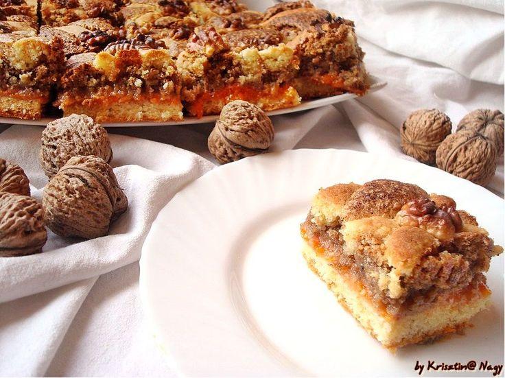 A Mágnás diós pite az egyik kedvenc sütim.Mindig is rajongtam a diós sütikért,de ez a házi sárgabarack lekváros dióhabos csoda különösen ked...