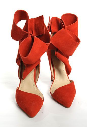 bow pump | Aminah Abdul Jillil.Ribbons Bows, Bows Pump, Aminah Abdul, Red Shoes, Red Heels, Leather Shoes, Abdul Jillil, Bows Shoes, Red Bows