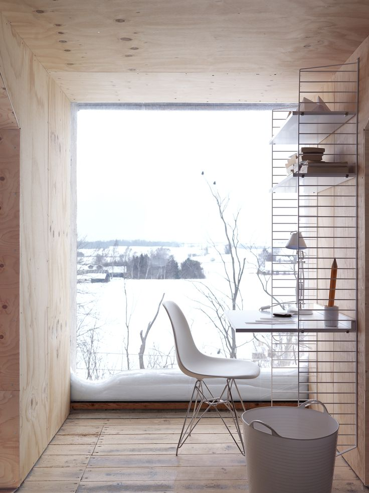 Eames chair + shelves by string.se