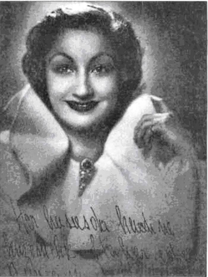 ULVİYE SULTAN Yasin Onur Sultan Vahdettinin Ortaköy sarayında doğan kızıdır.Uzun sürede Mısırda yaşadı.1967 yılına kadar da İzmirdeydi.1967de aramızdan ayrıldı İstanbulda defnedildi.