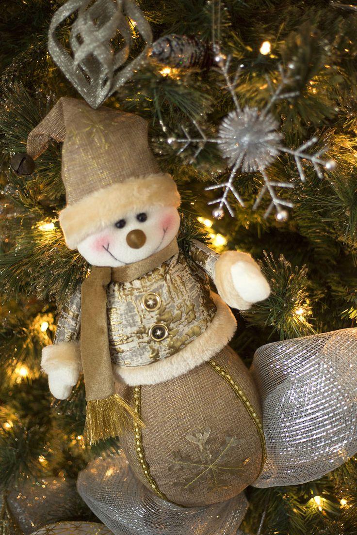 Nuestra colección navideña GLITZ se distingue por sus figuras con acabados texturizados en tonos dorado y plateado, para una Navidad elegante llena de luz. Haz clic y conoce la colección completa. #Navidad #Decoracion #Dorado